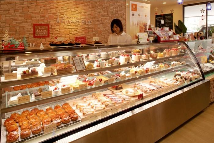 季節限定商品からホールケーキまで豊富な種類が並ぶ