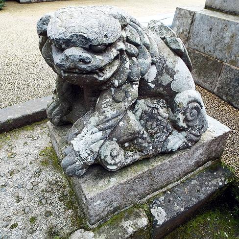 新田神社の子だき狛犬