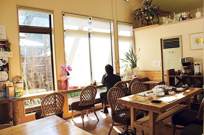 かしの樹カフェスペース