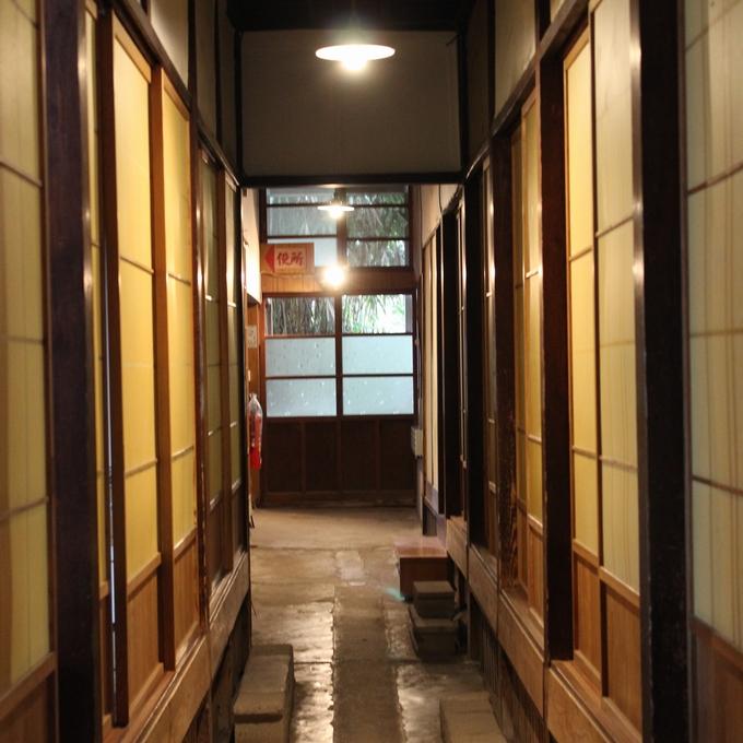 中島温泉旅館。昭和レトロな通路