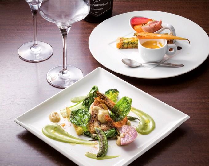 おまかせランチやディナーコースに付くメーン料理(手前)と前菜