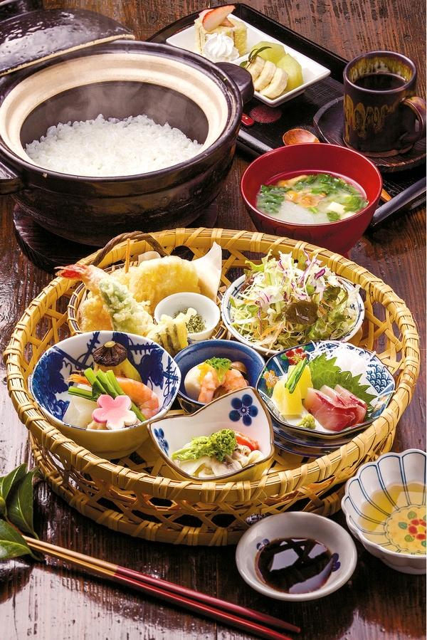 デザートとドリンク付きの篤姫御膳は1,500円