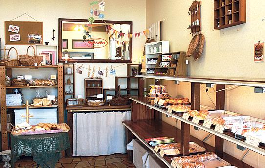 種類によっては朝早くに売り切れることも。お目当てのパンは事前予約がおすすめ