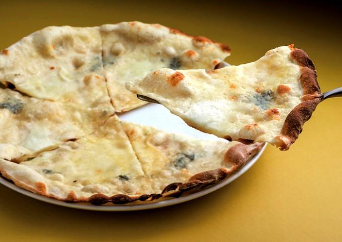 ピエナ「フォルマッジピザ」