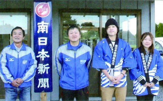 小坂章仁所長(写真左)ら