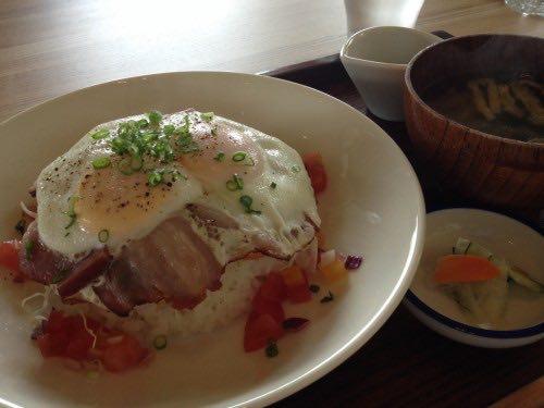 KITCHEN&CAFE ヒトメクリ.の自家製ベーコンエッグ丼