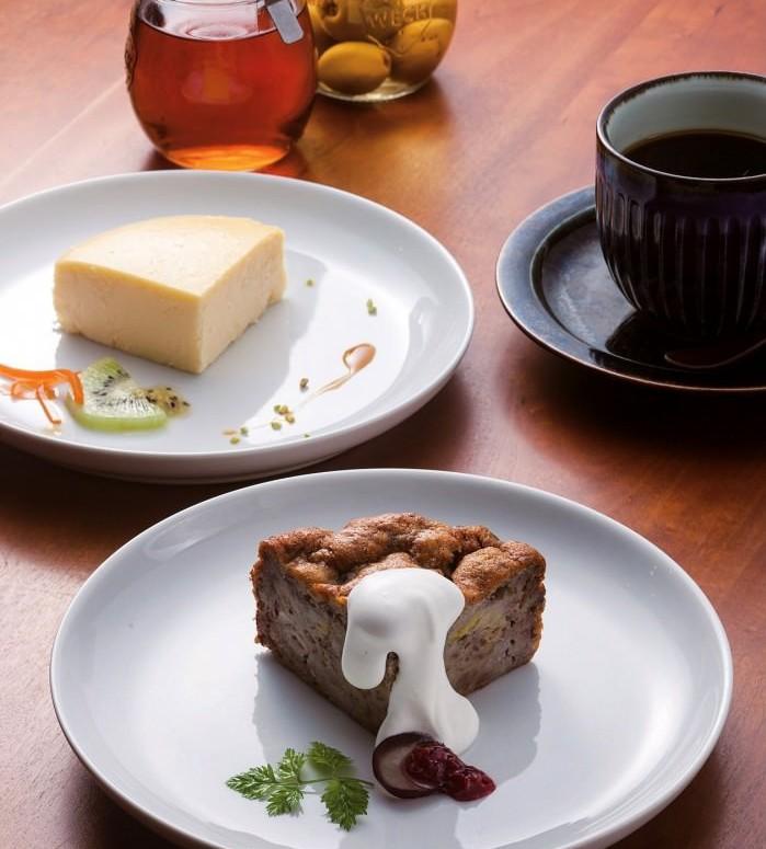 「バナナケーキ」(手前)と「茶色のチーズ」