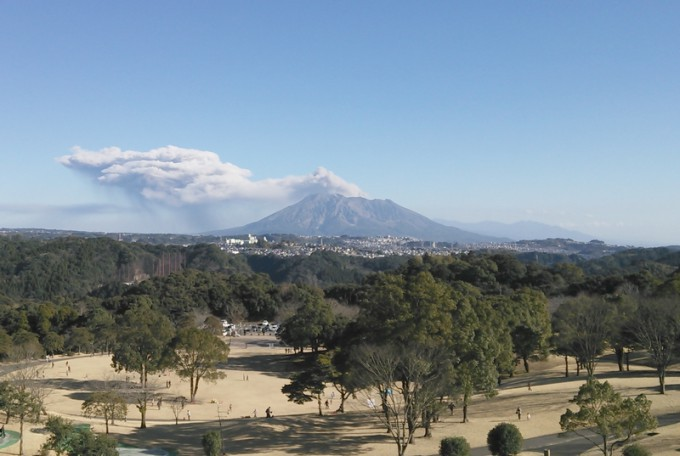 鹿児島といえば、噴煙を上げる桜島