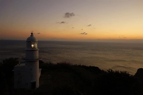 夕日と釣掛埼灯台。