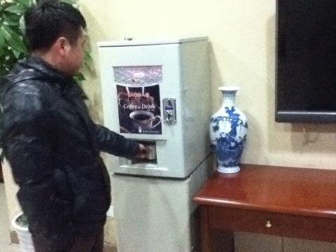 コーヒー好きが多い韓国。街中の至るところに無料で利用できるコーヒーマシーンがある