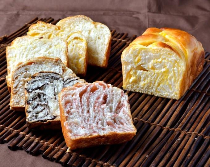 右がタンカン。下から順にストロベリー、チョコレート、メープル、カスタード、オレンジ、ミルク