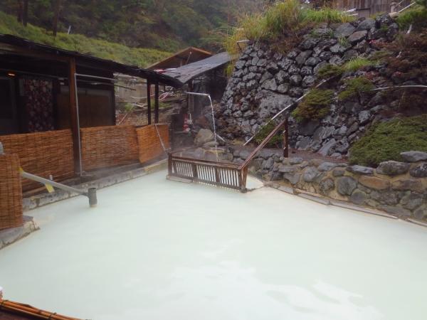 まるでミルクな「新湯温泉」~新燃荘~