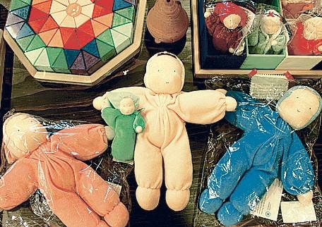 オーガニックコットンの人形は贈りものにも人気