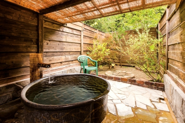 陶器製の露天風呂