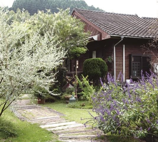 花木が生い茂る庭園の散策も楽しみ