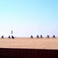 ビーチでサイクリング。LAならではかな?
