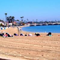 ビーチでヨガ。なんかリゾートっぽい