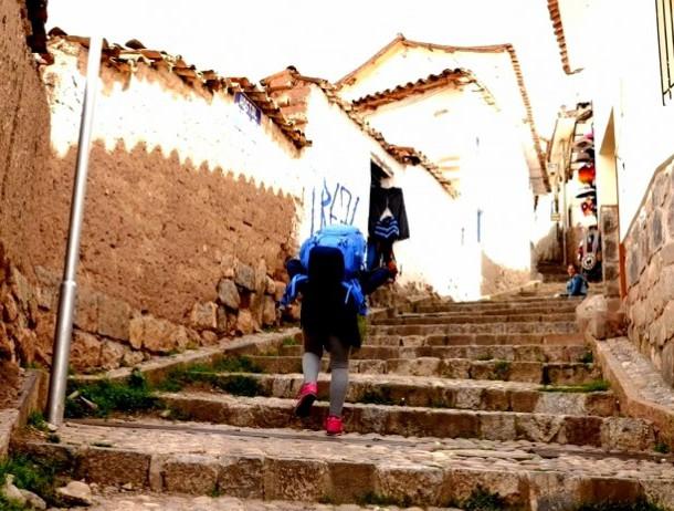 ぜぇ~ぜぇ~しながら上る階段