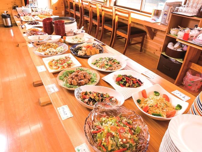 バイキングでは和洋中、手作りの料理を味わえる