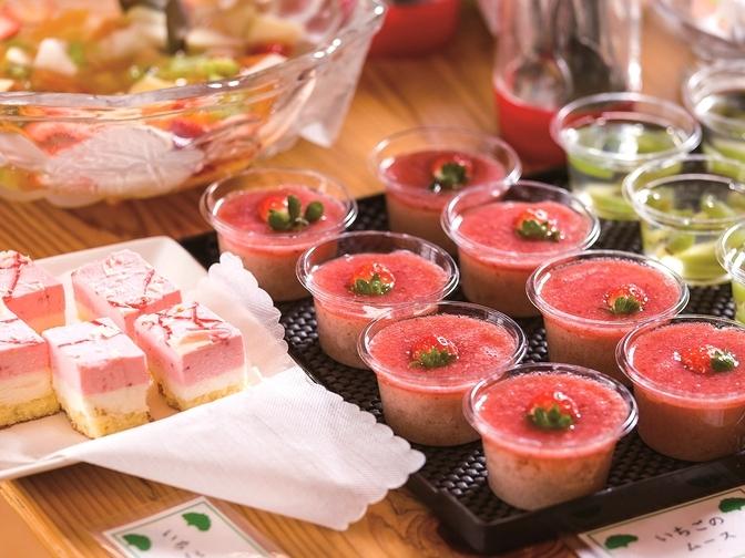 店名のフレーズ・ファミーユはフランス語で「イチゴ家族」の意味。農園で採れたイチゴを使ったスイーツが特に人気