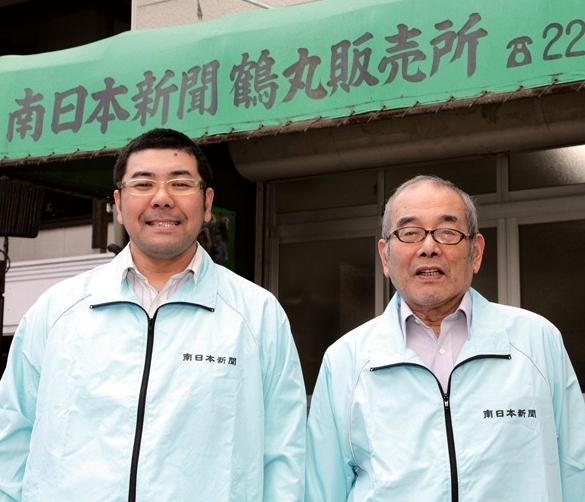 鮫島 大所長(左)と父親の征史さん