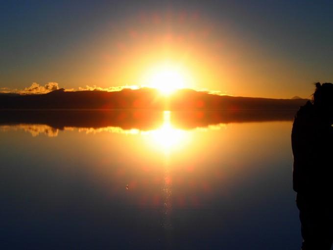 ウユニ塩湖のライジングサン!! 美しい。