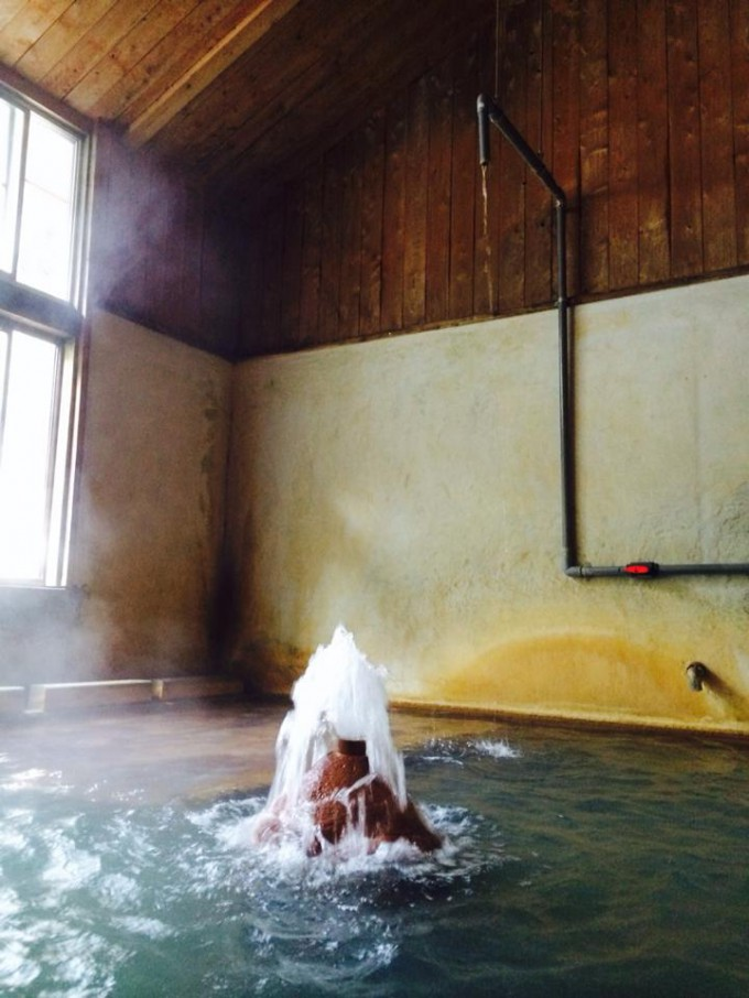 佐藤温泉大浴場の真ん中にある吐湯口