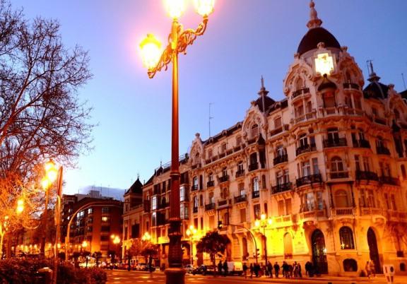 ヨーロッパの建物は、夕暮れも似合うね