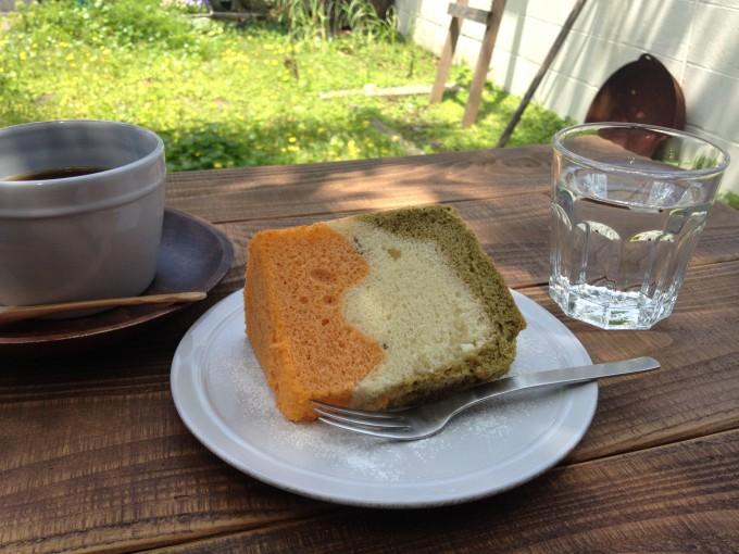 カフェ「kiina」の3色シフォンケーキ