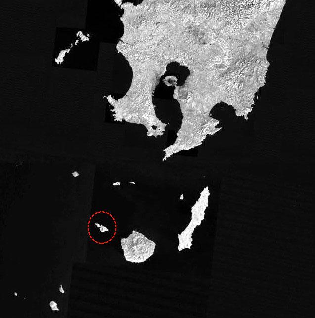 屋久島の左上あたりにある、小さな島(赤マルつけてます)が口永良部島