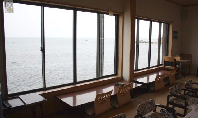 窓の外は海!満帆荘