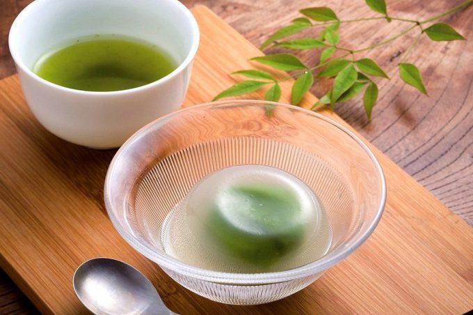 きりん商店の抹茶あん入りの自家製水まんじゅう
