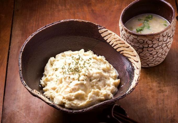 「白いオムライス」はふわふわした卵の食感が人気