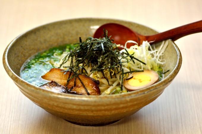 野菜たっぷりで、あっさり風味がクセになる「塩らーめん」は700円