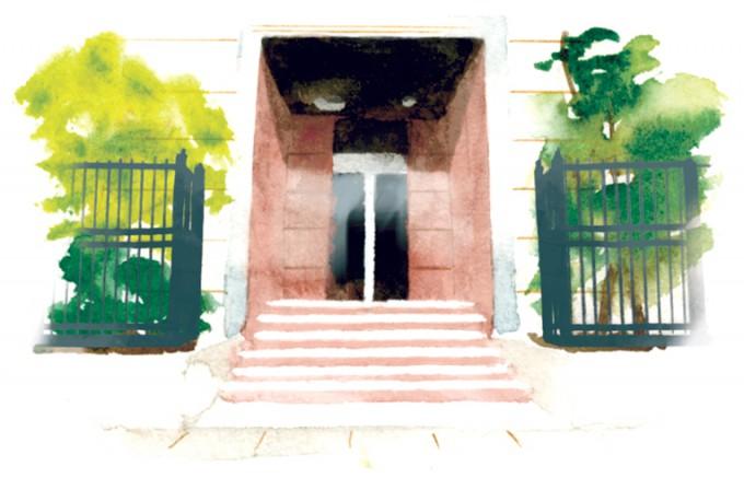 7月20日(月・祝)まで、戦後70年の企画展「70年目のレクイエム」を開催している。当時兵隊として戦争を経験した中村さんが全国各地に建立した慰霊碑などを展示・解説する