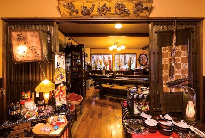 陶器や布製品なども販売している