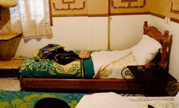 マダムに対して、ベッドが控えめサイズ(笑)
