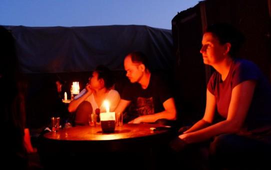 砂漠のキャンプも、乙なものざます