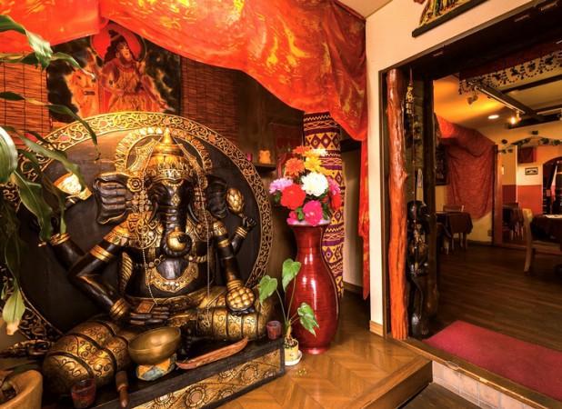 店内に入るとヒンズー教の神様ガネーシャがお出迎え