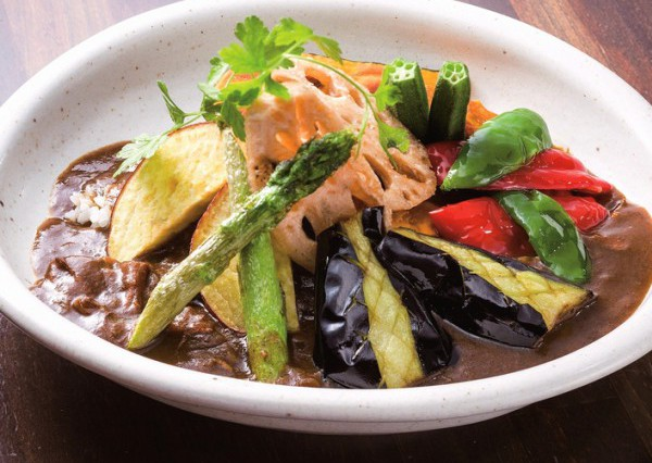 色合いが食欲をそそる野菜カレー