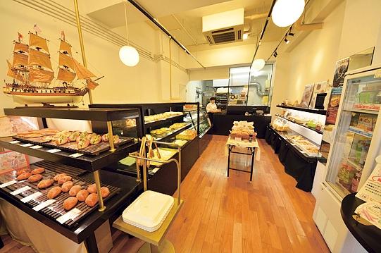 店舗は御着屋交番のすぐ近く。同店のほか県内には志布志本店、鴨池店がある