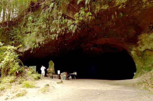 どこまで続く!? 神秘の洞穴