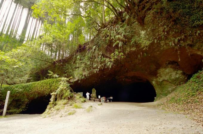 溝の口 洞穴