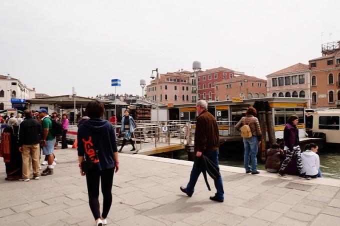 ベネチア。運河の船着き場