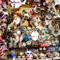ベネチアのカーニバルには必須の仮面たち
