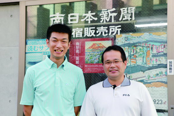 山本欣司所長(左)とスタッフ
