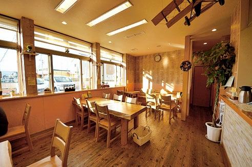 午前7時から9時まで、カフェスペースのコーヒー1杯無料(通常1杯100円、ホットはおかわり自由)