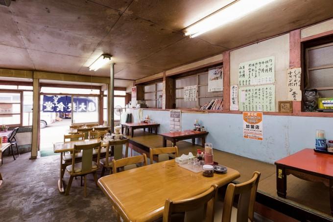 米沢食堂の歴史を感じさせる店舗