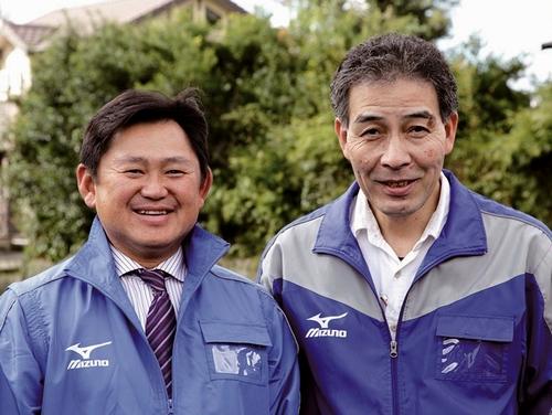 冨重忠広所長(左)とスタッフ