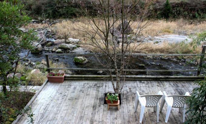 天降川に面したかれい川の湯